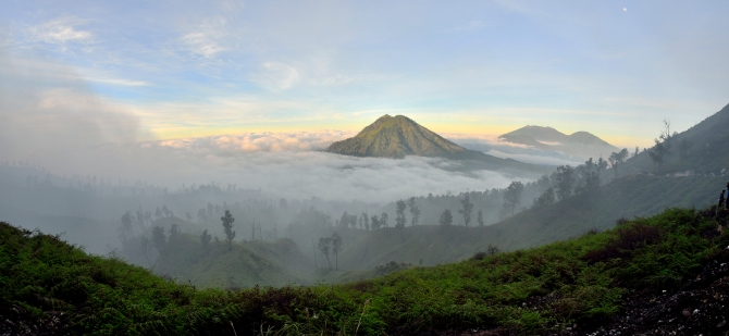 Gunung Raung Sunrise Kawa Ijen Volcano Indonesia Sulphur Blue Flame Crater Lake