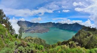 gunung rinjani hike mt lombok indonesia crater sembalun camp volcano senaru camp summit bali mt agung gilli islands mt rinjani