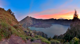 gunung rinjani hike mt lombok indonesia crater sembalun camp volcano senaru camp summit bali mt agung gilli islands mt rinjani