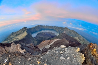 gunung rinjani hike mt lombok indonesia crater sembalun camp volcano senaru camp summit bali mt agung gilli islands mt rinjani sunrise daybreak