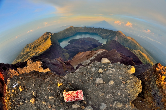 gunung rinjani hike mt lombok indonesia crater sembalun camp volcano senaru camp summit bali mt agung gilli islands mt rinjani sunrise dawn